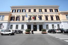 La sede di piazza Cesare Battisti, dove si trova l'ufficio tributi