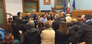 L'occupazione del consiglio comunale a Nettuno (Foto il Clandestino)